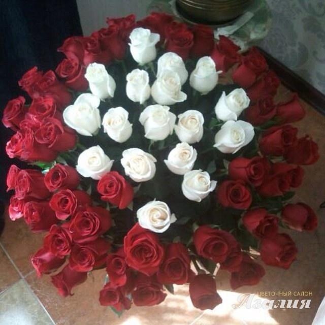 букет цветов в руках фото